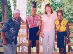 Шаман и вождь племени на острове Борнео