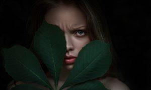 девушка и лист