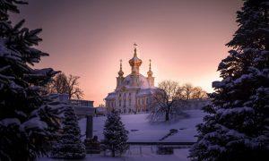 собор на фоне снега