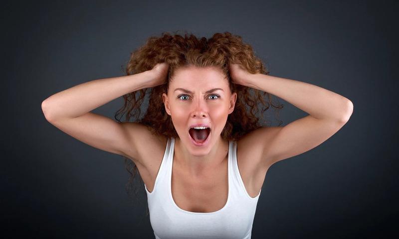 женщина крик