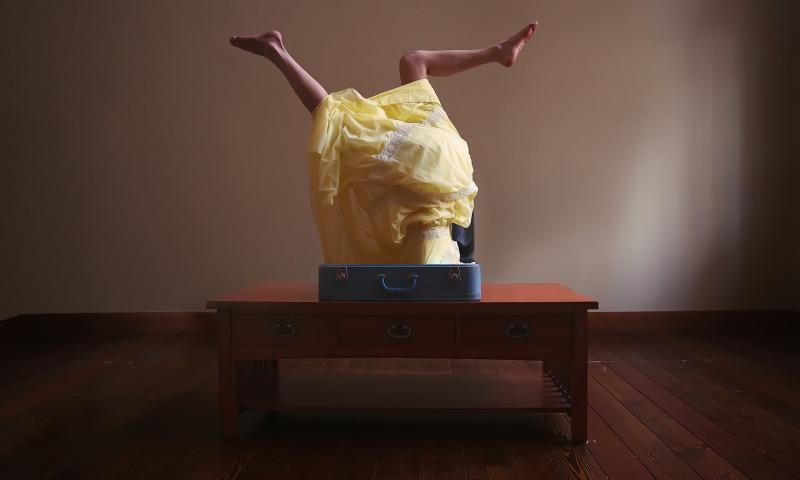 чемодан ноги