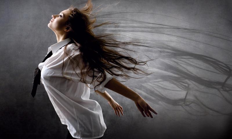 девушка ветер