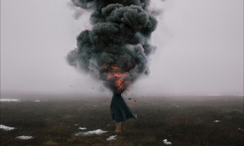 взрыв девушка