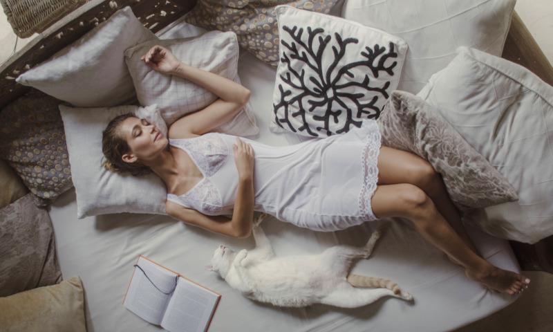 постель женщина
