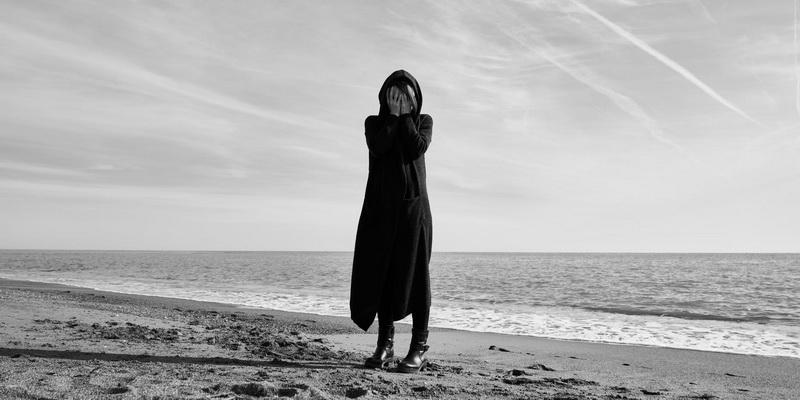 море женщина