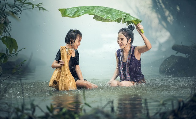 девушки дождь