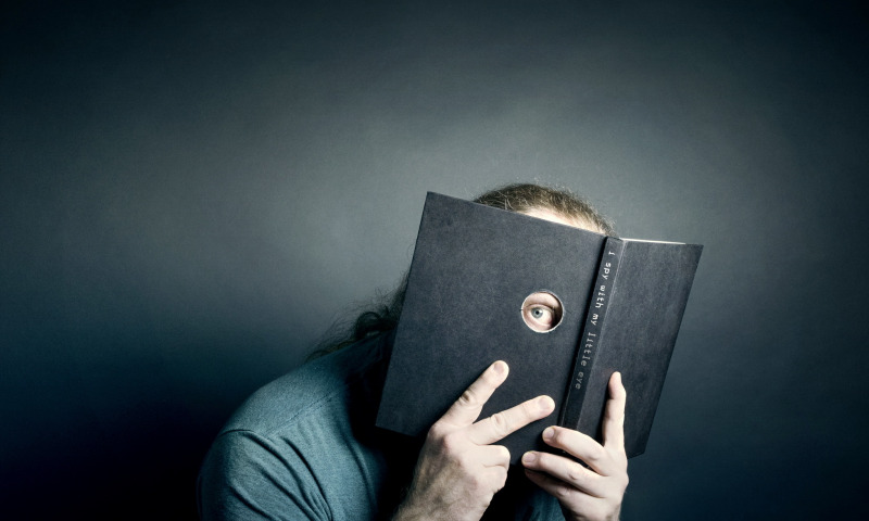 глаз через книгу
